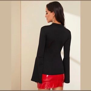 Tops - 🆕SIDNEY Black Split Sleeve Fitted Top!